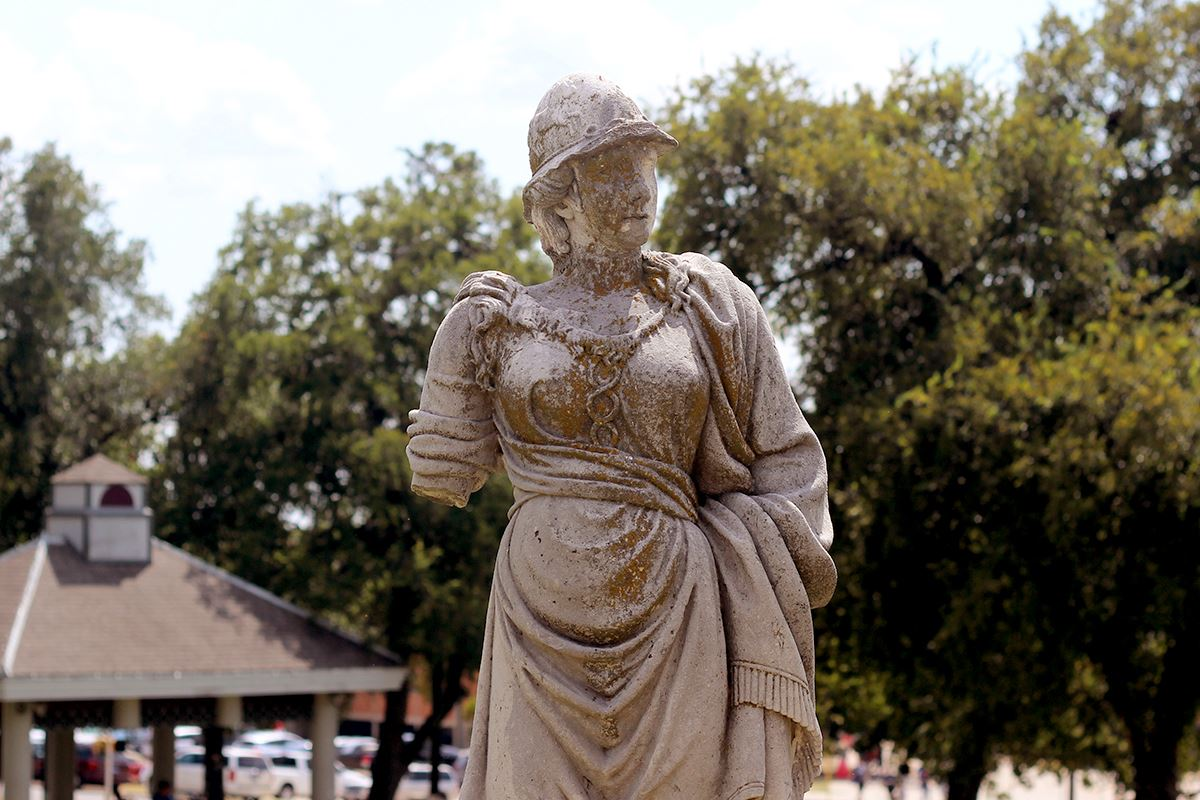 Kidd-Key College statue